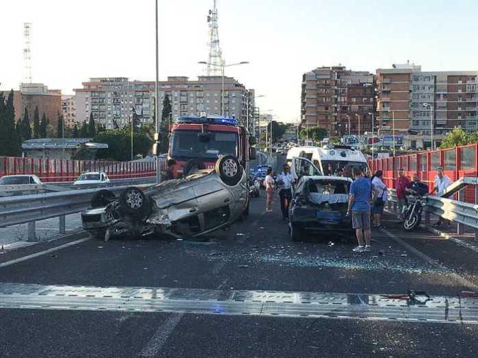 Incidente stradale su Ponte Adriatico a Bari (PH ANSA PUGLIA)