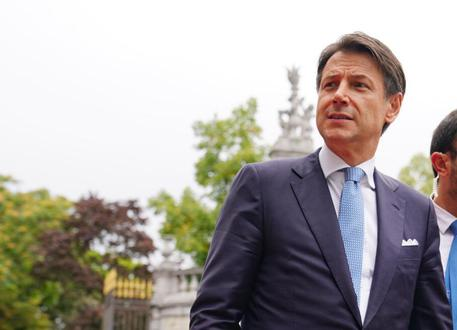 Il premier Giuseppe Conte - ANSA / Filippo Attili - ufficio stampa Palazzo Chigi +++ ANSA PROVIDES ACCESS TO THIS HANDOUT PHOTO TO BE USED SOLELY TO ILLUSTRATE NEWS REPORTING OR COMMENTARY ON THE FACTS OR EVENTS DEPICTED IN THIS IMAGE; NO ARCHIVING; NO LICENSING +++