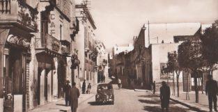 Anni '50-Corso Manfredi nei pressi di Piazza del Popolo-Tabelloni e insegna x film