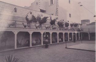 Il cinema Impero con la pedana da ballo al centro dell'arena, quando era locale di intrattenimento-Foto Gino Losciale