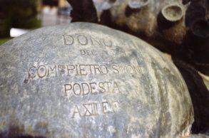 1935- Piazza Marconi-Fontana del Pescatore-Sulla testa del polpo-opera fatta realizzare dal Podestà Pietro Simone incisione
