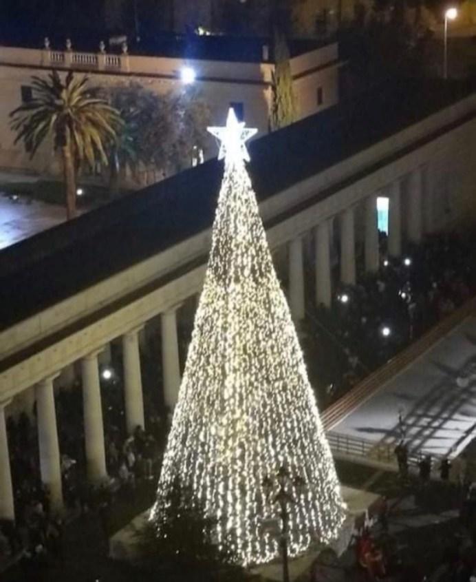 L'albero in piazza dello scorso anno