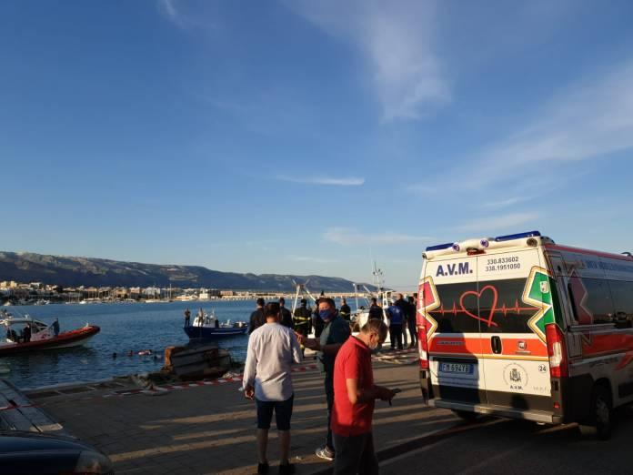 Un'autovettura è caduta in mare nel pomeriggio, sul Molo di Ponente. (PH STATOQUOTIDIANO.IT) MANFREDONIA, 23.05.2020