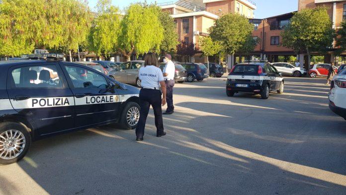 Anche questo venerdì il Comando di Polizia Locale di Foggia ha effettuato mirati controlli antiabusivismo commerciale, rispetto delle norme del Codice della Strada, di polizia Annonaria e rispetto delle norme anticontagio da coronavirus