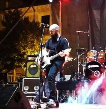 """Il 23 ottobre 2020 è uscito l'Ep di esordio come solista del cantante-chitarrista di D.Guerrera (Donatello Guerrera) intitolato """"Dentro il confine""""."""