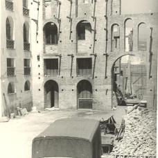 1955 facciata in costruzione vista al cortile interno