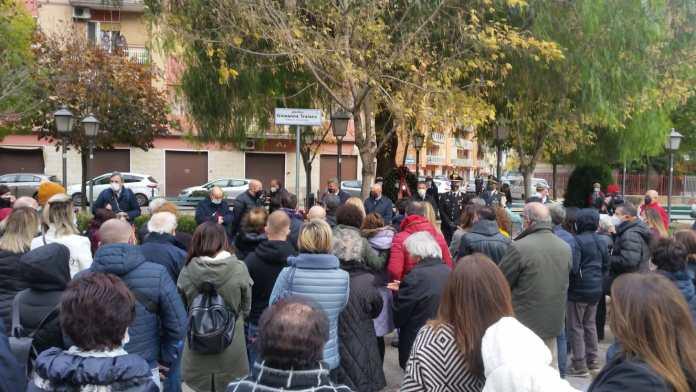 Stamani, mercoledì 25 novembre, alle ore 10, in occasione della Giornata internazionale per l'eliminazione della violenza contro le donne, i giardini ubicati tra piazza Scaramella e via Salvo D'Acquisto sono stati dedicati alla memoria di Giovanna Traiano