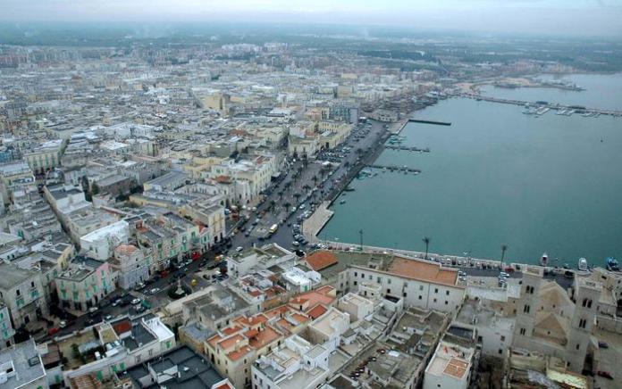 Una foto di archivio del porto di Molfetta. ANSA/LUCA TURI