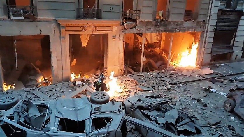 Video from moments after Paris bakery explosion kills 2