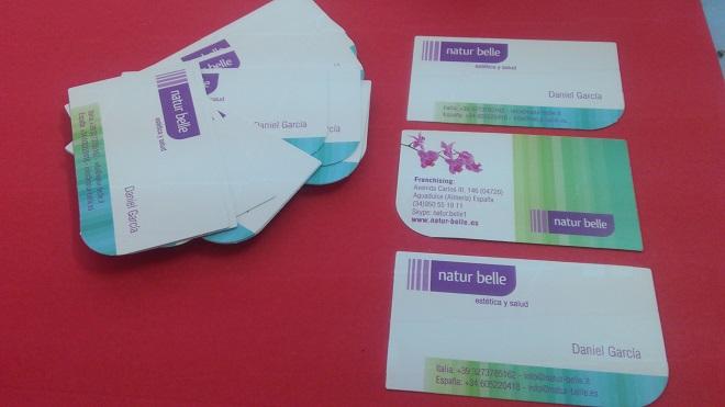 Diseño e impresión tarjetas de visita troqueladas.
