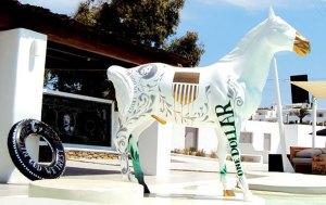 dollar-horse-full-size