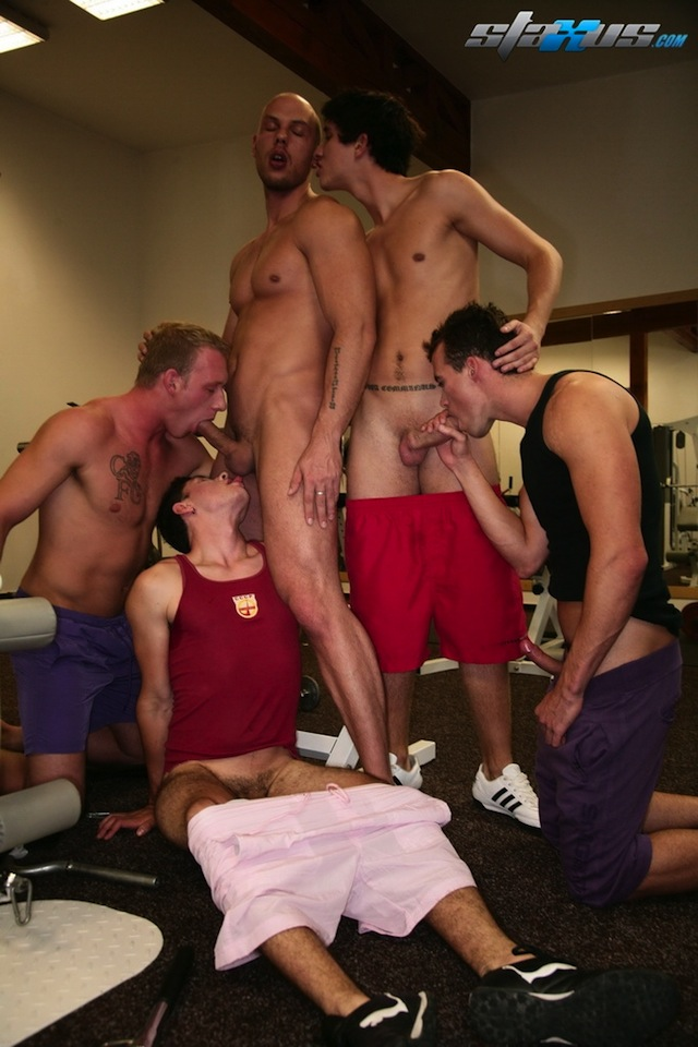 Gay bukkake finish for one lucky hunk in this gay gym fucking scene (2)