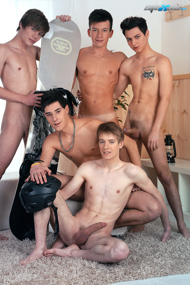 New hottie bottom guy Kris Wallace arrives at Staxus (7)
