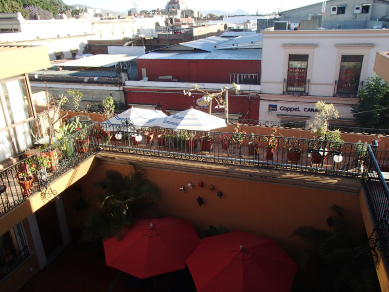 Parador San Miguel hotel in Oaxaca City, Mexico. A charming hotel with an open courtyard, exotic birds, and an amazing restaurant! Only 2 blocks away from the city's central markets and cathedrals. | Stay gold Autumn