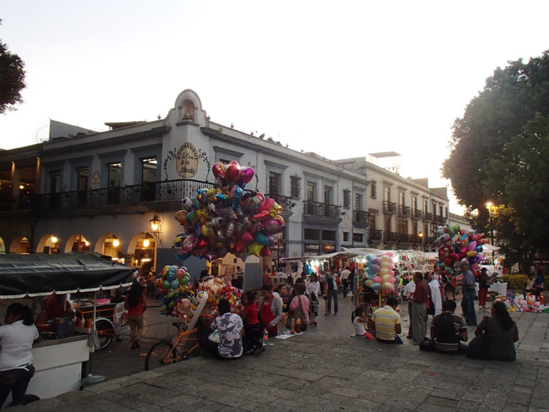 The city square in Oaxaca City, Mexico is full of street vendors and delicious street food! | Stay gold Autumn
