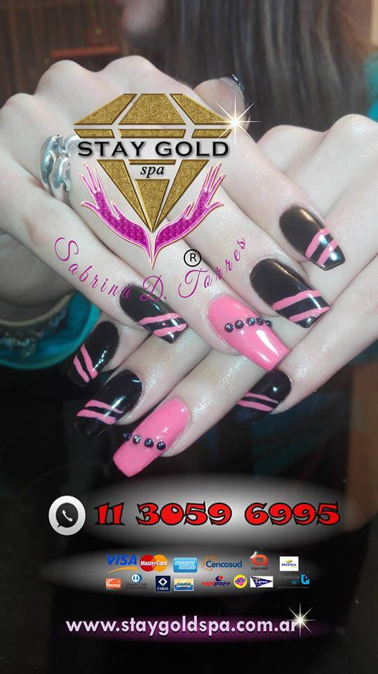 "Uñas Decoradas ""Nice Gift"" Largas Colores Negro y Rosa"