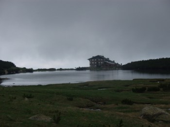 Istoimeni dom i jezero Bezbog