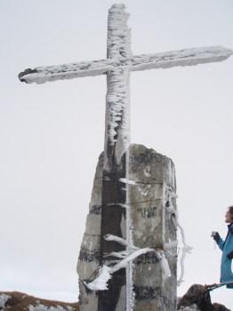 Obelezje vrha Ineu 2279 m.n.v.