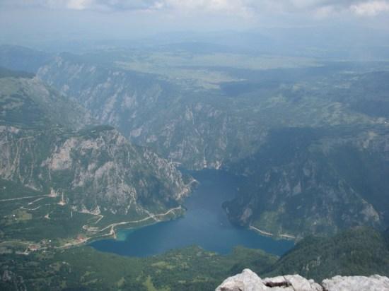 Sa Zmajeve grede pogled na pivsko Jezero
