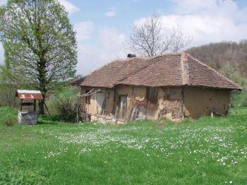 Napusteni domovi sela Bucje