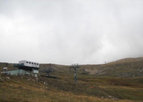 Do vrha možete doći i prateći skijaške sedešnice koje dolaze 100 m ispod vrha