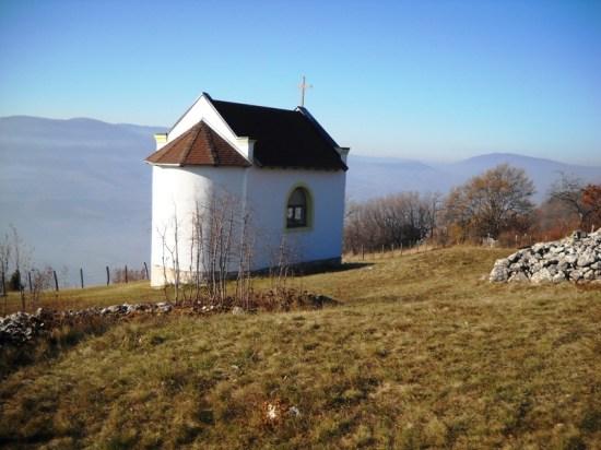 Crkvica Sv.Ivan iznad Travnika