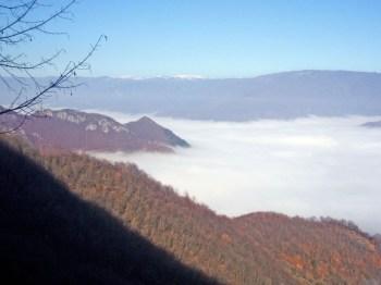 pogled na Jablaničko jezero u magli