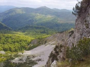 Prirodni amfiteatar levo od grebena