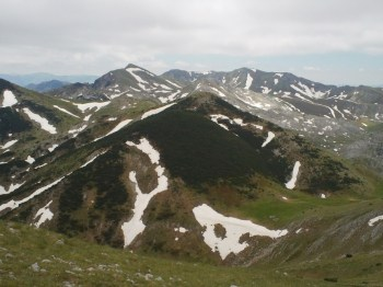 Pogled sa vrha Orlovac (napred je vrh Orlovača, u pozadini Bregoč)