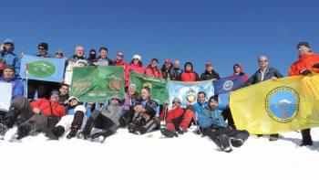 Planinari na vrhu Kula