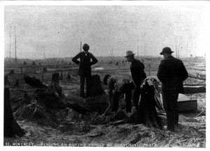 A search party finds a family killed in the Hinckley Fire of 1894.