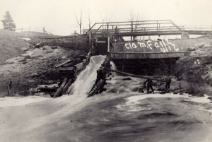 Logging dam and sluiceway on the Clam River in Burnett County, (Thomas St. Angelo Library - Cumberland, Conners Collection)