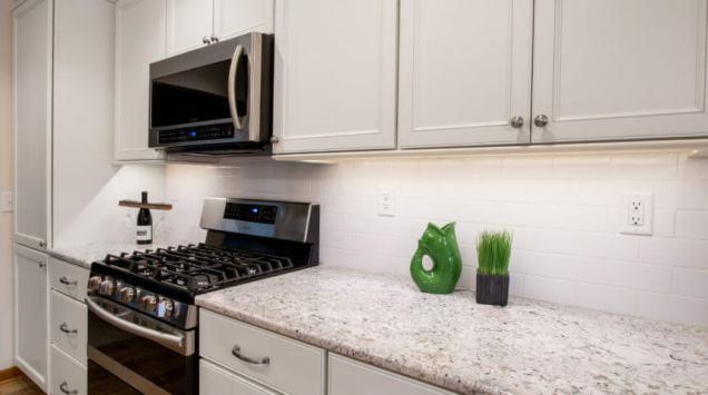 Cottage Style Kitchen on Whitewater Lake - IMG_0059-862x482