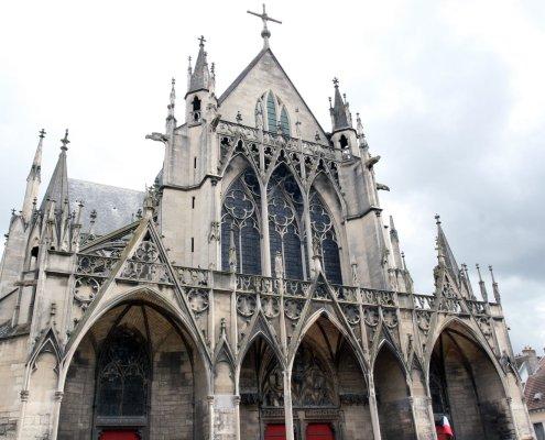 Voorgevel van de kerk in Troyes in de Champagne Frankrijk
