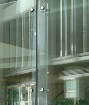 Steelsupported glazed facades and roofs