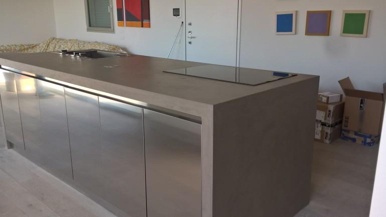 C100 cucina di design in acciaio inox a isola e parete