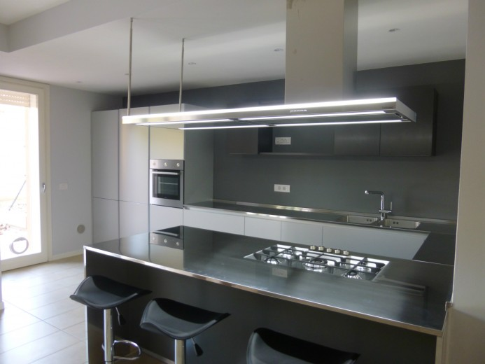C88 Cucina in acciaio inoxalluminio a parete con penisola  Cucine  Steellart  Piacenza
