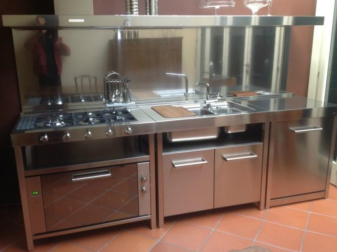 C76 Cucina inox con elementi freestanding  Cucine