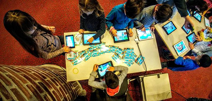 Kinder testen den frischen Pädi-Preis-Träger
