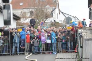 Schornsteinsprengung 2014 - Viele neugierige Zuschauer