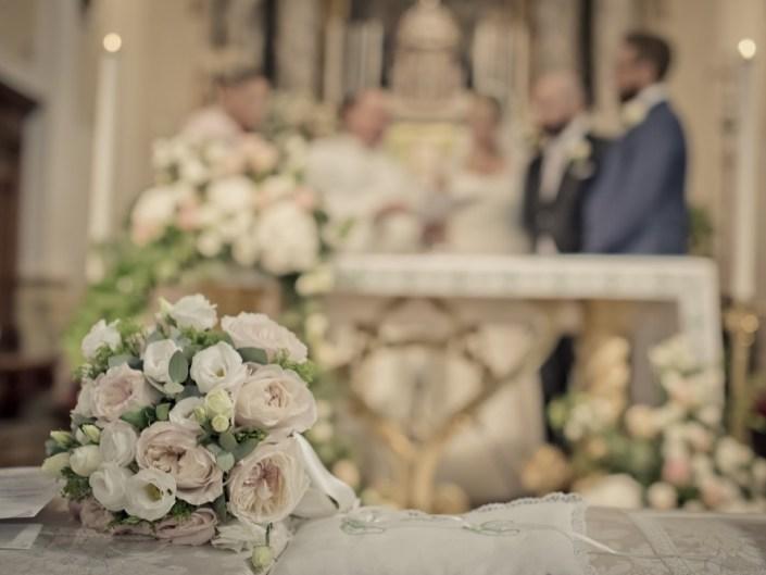 dettaglio bouquet matrimonio chiesa