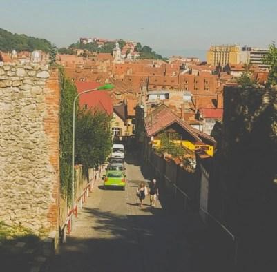 Bătrânei pe stradă, Brașov