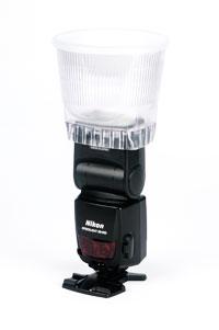 En Nikon SB800 med en Gary Fong Lightsphere monterad