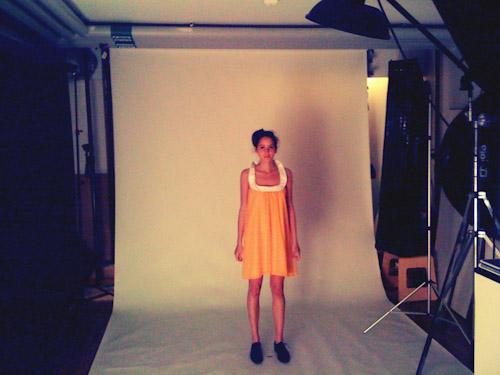 behind the scenes-bilder på modefotografering för svenskt klädmärke till webbshop