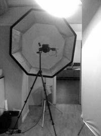 behind-the-scenes-profoto-beauty-dish-ovanfor-octa-bakom-kameran