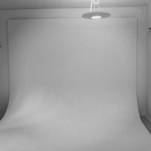 Färdigbydd rundfond (cyclorama) fotostudio. Fotograf Stefan Tell