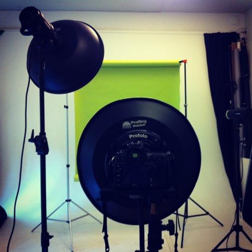 ringblixt-fotostudio-grön-bakgrund-bakom-kulisserna