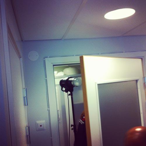 ljussättning-genom-frostat-glas-i-dörr