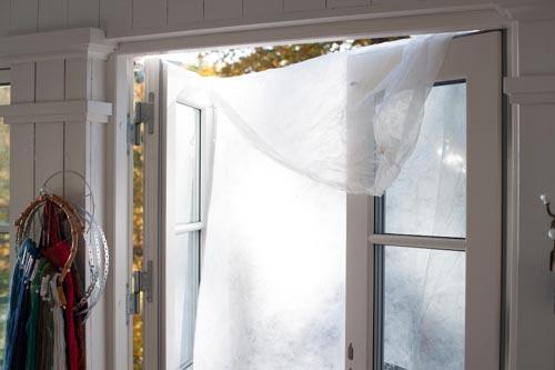 diffusionsduk-över-fönster-solljus