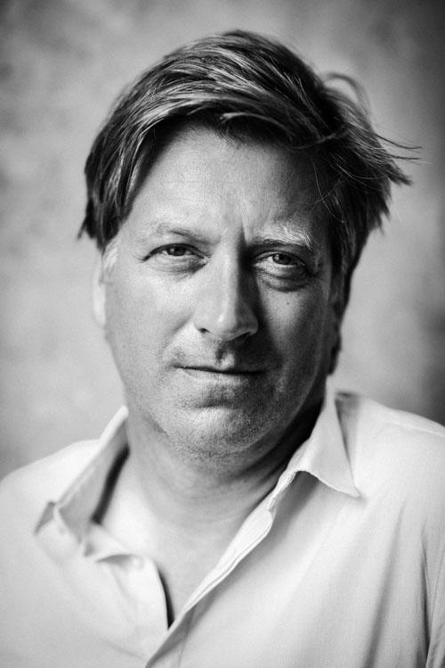 Joachim-Berner_Professionellt-Styrelsearbete_omslagsfoto-naturligt-ljus-svartvitt-porträtt